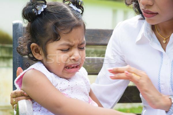Photo stock: Pleurer · fille · indian · famille · extérieur · mère