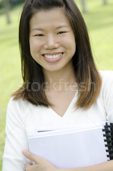 Vrouwelijke student portret asian glimlachend Stockfoto © szefei