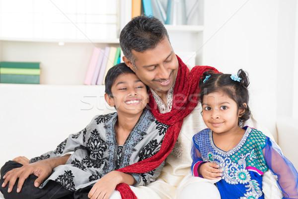 Stockfoto: Indian · vader · kinderen · gelukkig · eengezinswoning · wonen