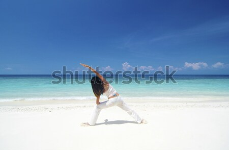 Plaj yoga kadın savaşçı pozisyon Stok fotoğraf © szefei