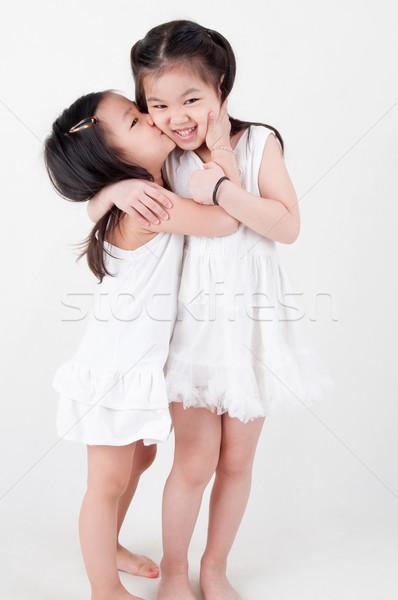 ázsiai testvérek kislányok portré nővérek csók Stock fotó © szefei