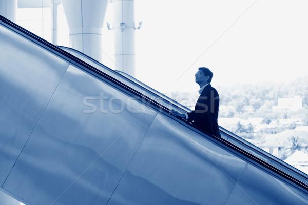 Indian zakenman omhoog roltrap asian zijaanzicht Stockfoto © szefei