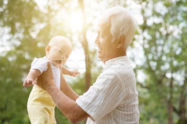 Avô neto sorridente feliz avô jogar Foto stock © szefei