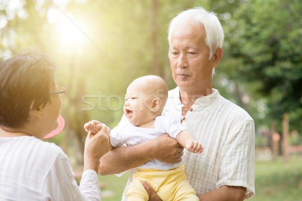 Dedesi oynama torun açık havada mutlu bebek Stok fotoğraf © szefei