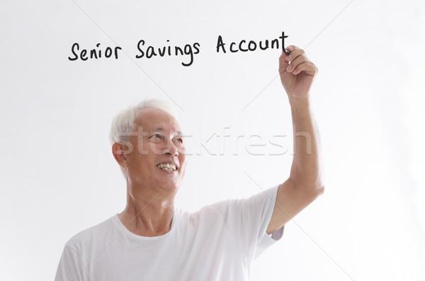 Oude asian man schrijven senior spaargeld Stockfoto © szefei