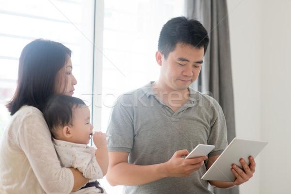 Asian rodziny qr code chińczyk ojciec Zdjęcia stock © szefei
