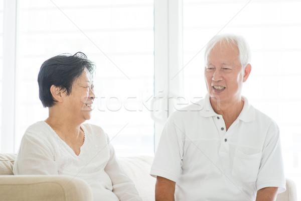 Casal velho falante casa retrato feliz asiático Foto stock © szefei