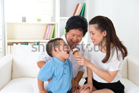 Stok fotoğraf: Asya · aile · yeme · dondurma · mutlu · aile · ev