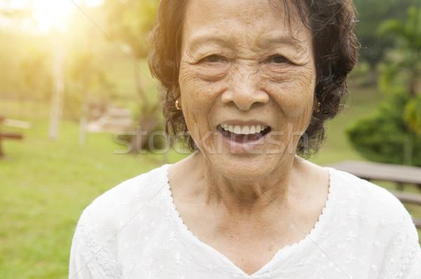 Heureux asian femme extérieur portrait Photo stock © szefei