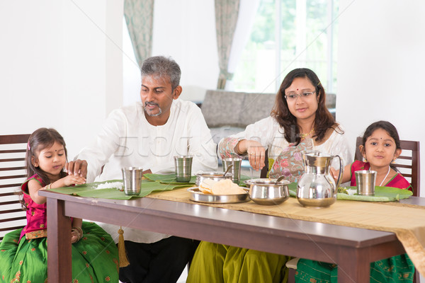Indiai család ebéd konyha otthon fotó Stock fotó © szefei