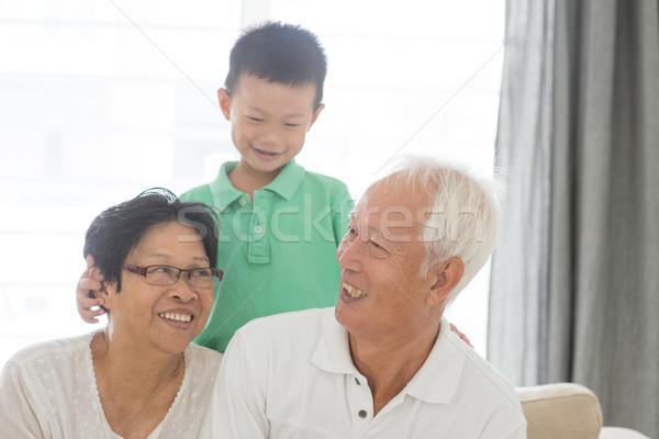 Wnuczka dziadkowie portret szczęśliwy asian wnuk Zdjęcia stock © szefei