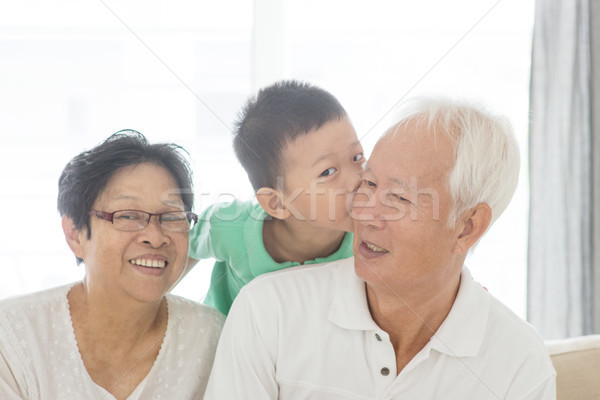 Neto beijando avós retrato feliz asiático Foto stock © szefei