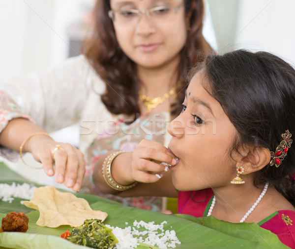 Indiai lány eszik család ebéd otthon Stock fotó © szefei