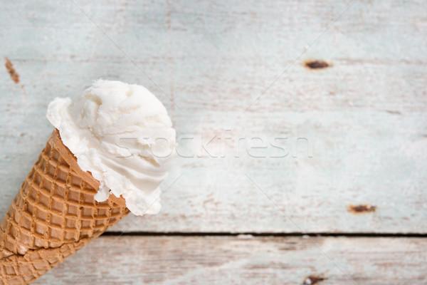 Vanille cornet de crème glacée crème glacée gaufre alimentaire Photo stock © szefei