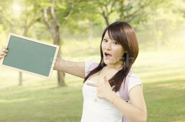 ázsiai női főiskolai hallgató mutat üres tábla fiatal Stock fotó © szefei