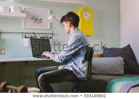 Puber jongen werken laptop man haren Stockfoto © photography33