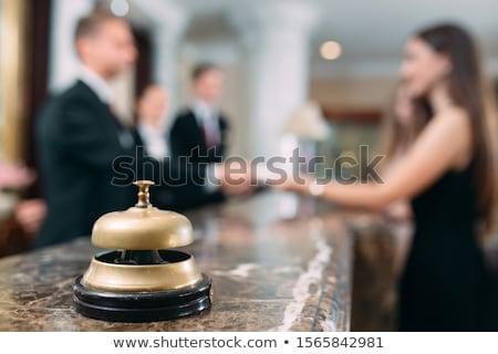 Aantrekkelijk jonge receptionist formeel groet Stockfoto © stockyimages