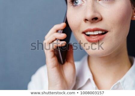 glimlachend · zakenvrouw · praten · mobieltje · witte - stockfoto © wavebreak_media