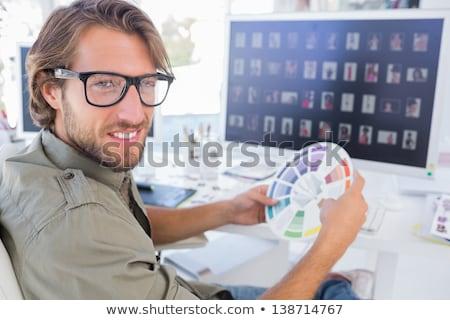foto · editor · olhando · computador · secretária · teclado - foto stock © wavebreak_media