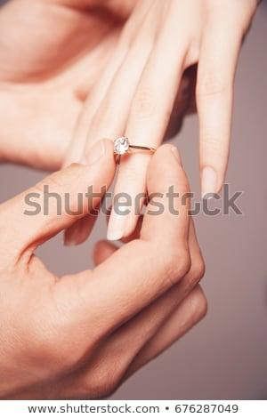 noivo · casamento · anel · de · diamante · noiva · dedo · mão - foto stock © master1305