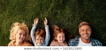 mãe · crianças · mentir · grama · moda · verde - foto stock © Paha_L