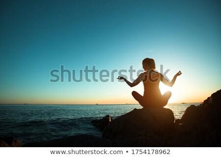jóga · meditáció · nő · meditál · tengerpart · naplemente - stock fotó © deandrobot