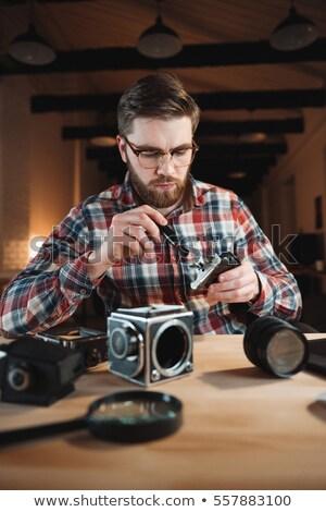 Portré fókuszált fiatalember megjavít retro kamera Stock fotó © deandrobot