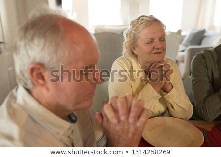 Vista lateral casal de idosos oração juntos refeição mesa de jantar Foto stock © wavebreak_media
