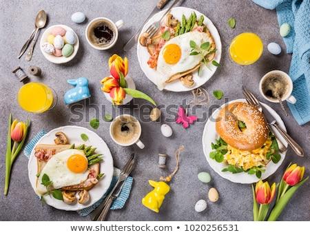 Húsvét reggeli rántotta tulipánok palacsinták kenyér Stock fotó © Melnyk