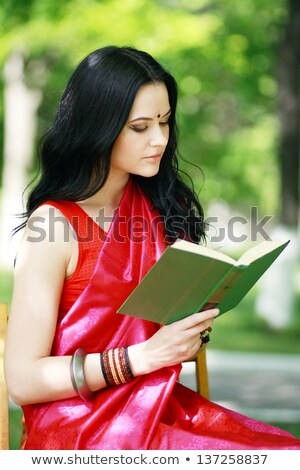 cute · jeunes · brunette · parc · lecture · portrait - photo stock © hasloo