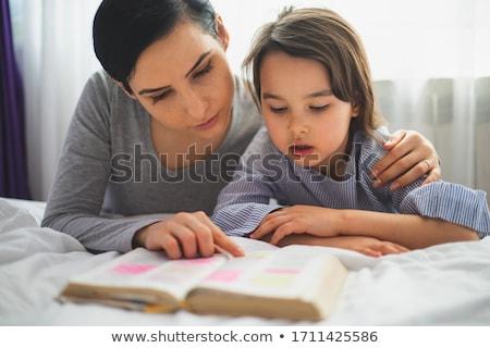 Jóvenes familia lectura Biblia naturaleza ninos Foto stock © koca777