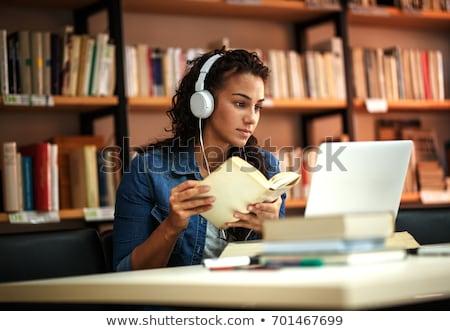 Сток-фото: кампус · довольно · женщины · студент · книгах · ноутбука