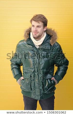 Toevallig man warme kleding witte handen glimlachend Stockfoto © wavebreak_media