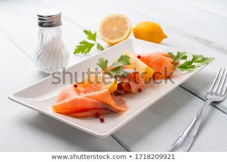 Rebanadas delgado tabla de cortar peces limón Foto stock © Digifoodstock