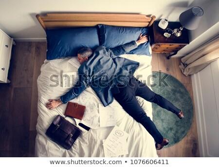 empresário · documentos · trabalhando · quarto · de · hotel · viagem · de · negócios · pessoas - foto stock © lightfieldstudios