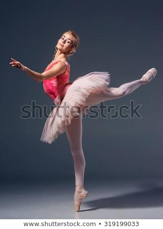 jonge · blond · danser · poseren · studio · glimlach - stockfoto © arturkurjan