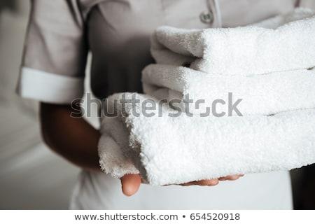 Foto stock: Hotel · empregada · quarto · toalhas · trabalhando