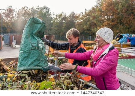 Frau Mann grünen Abfälle Container Recycling Stock foto © Kzenon