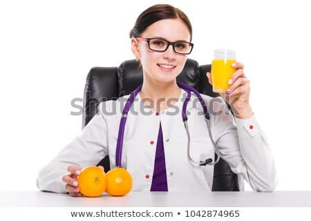Vrouwelijke voedingsdeskundige houden sinaasappelen glas vers Stockfoto © Traimak