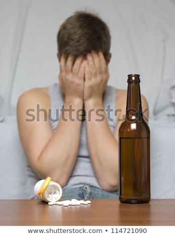 Malheureux bu homme bouteille alcool pilules Photo stock © dolgachov