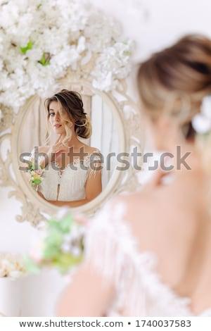 Reggel menyasszony nő fehér esküvői ruha tart Stock fotó © ruslanshramko