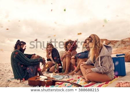 группа · счастливым · друзей · океана · пляж - Сток-фото © deandrobot