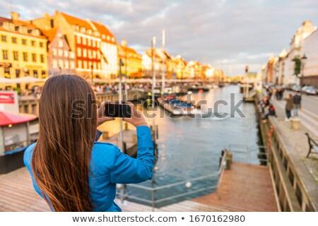 Turystycznych dziewczyna Fotografia telefonu Kopenhaga Zdjęcia stock © Maridav