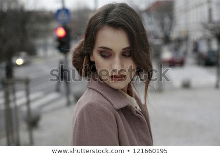 Belle femme regardant vers le bas photo jeunes yeux fermés Photo stock © feedough