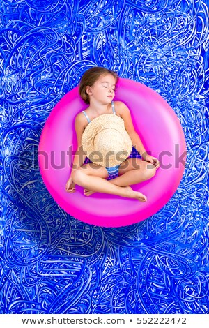 Cute jeune fille sieste piscine Photo stock © ozgur
