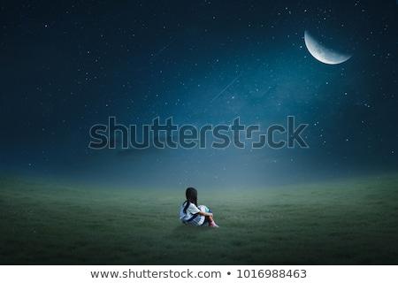 Dziewczynka posiedzenia zielona trawa trawnik niebo twarz Zdjęcia stock © Galyna_Tymonko
