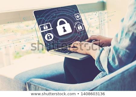 antivirüs · yazılım · adam · dizüstü · bilgisayar · kalkan · kilitlemek - stok fotoğraf © jossdiim