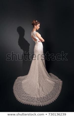 Morena noiva moda branco vestido de noiva make-up Foto stock © lightpoet