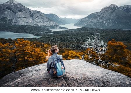 Randonneur rivière vallée montagne eau Photo stock © lovleah