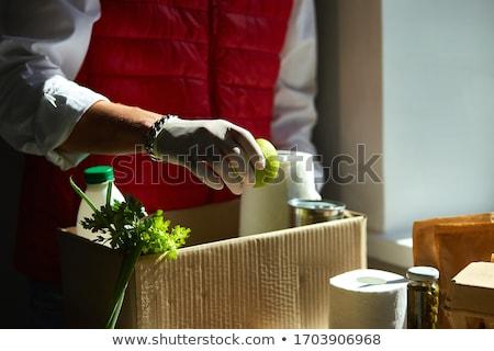 Stock fotó: Férfi · élelmiszer · adomány · doboz · fiatalember · fából · készült